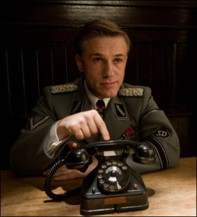 Screencaps-from-Inglourious-Basterds-christoph-waltz-11030636-354-390