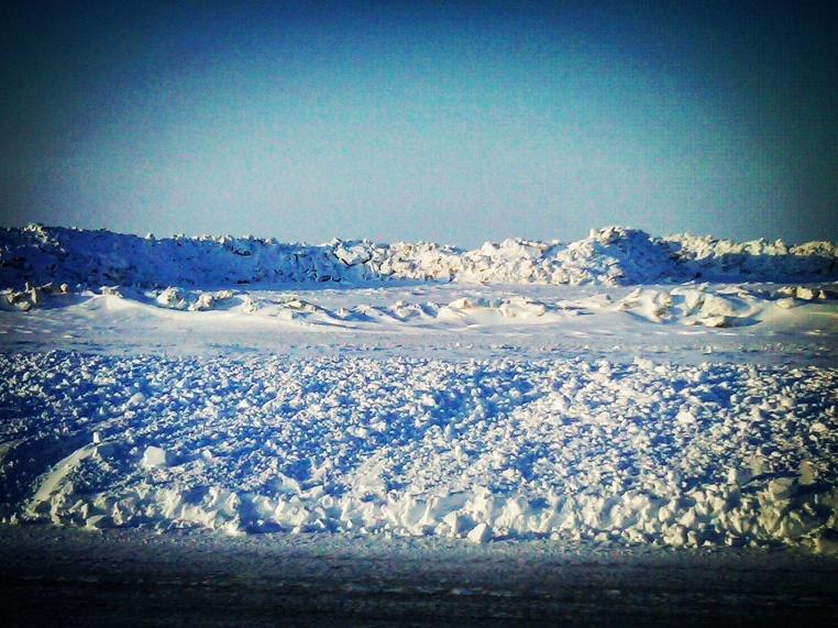 Ice wall on the shore (Barrow)